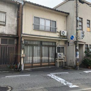 富山市新川原町売地 芝園小学校区!路面電車桜橋駅まで徒歩約3分、富山駅まで徒歩約14分。前面東側道路、消雪装置付です。