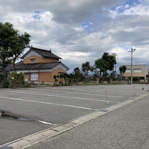 射水市鷲塚売地|約216坪売地。射水市で駐車場や空き地をお探しの方にオススメの土地です。大型トラックも複数駐車可能で、県道31号線へもアクセス良好。