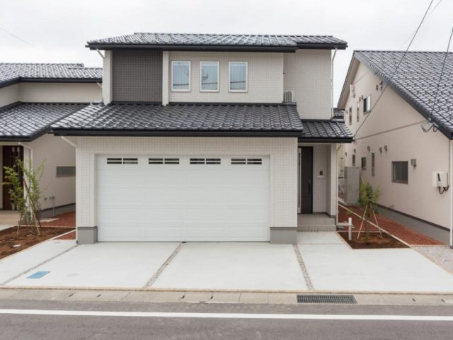 富山市婦中町分田 既存(中古)住宅|2台入インナーガレージ付・床暖房付きで冬も安心。20帖の広々LDKのサムネイル画像